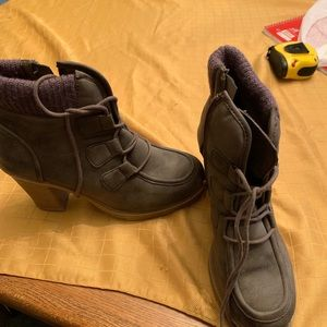 9.5 medium Mudd brown boots